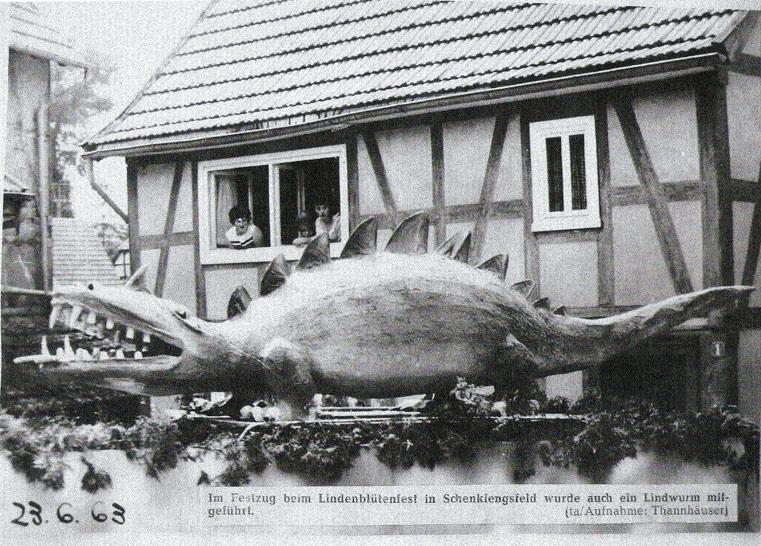 1963 - Der Drache im Festzug ...